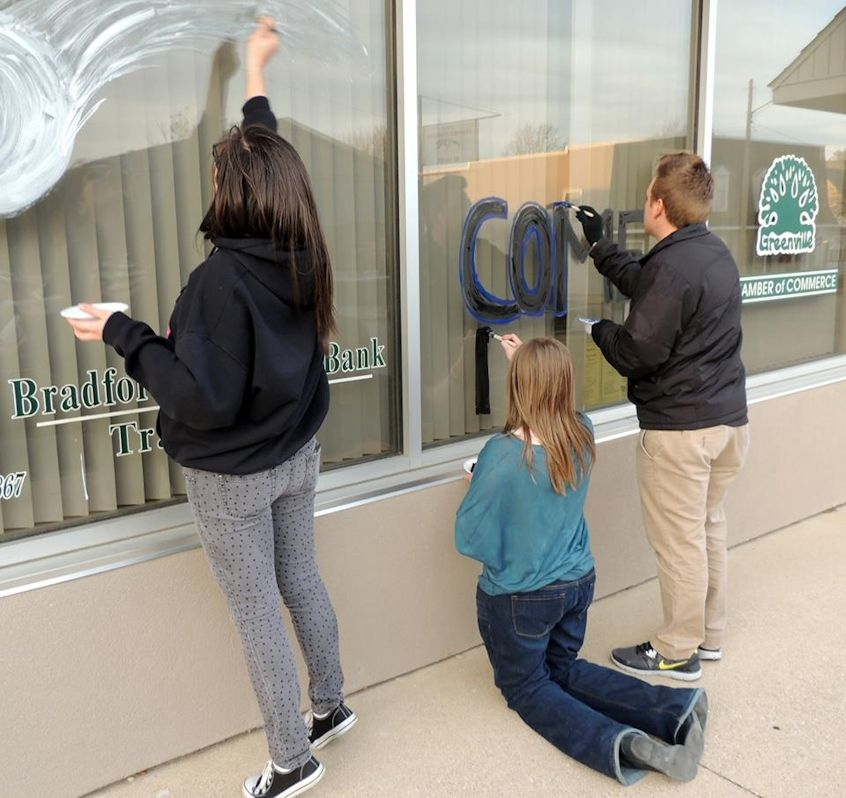 GHS Comets paint the Chamber Office windows